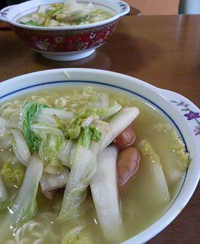 昼食のラーメン